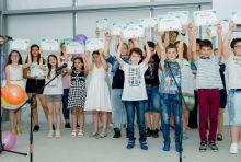 """Езиков център """"Школата"""" раздаде годишните си сертификати"""